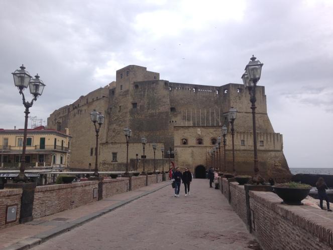Castel dell-Ovo.